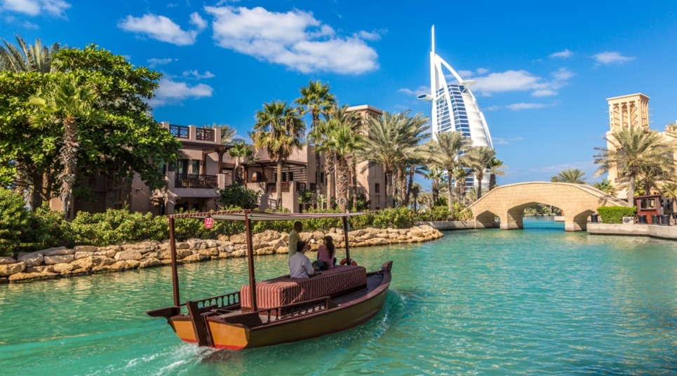 Jumeirah Madinat e Burj Al Arab ao fundo (Foto: shutterstock.com)