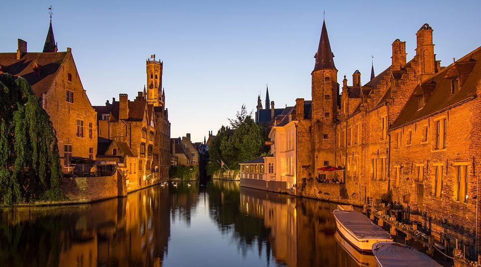 Canal em Bruges (Foto: shutterstock.com)