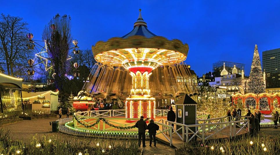 Carrossel nos Jardins do Tivoli, em Copenhagen (Foto: shutterstock.com)