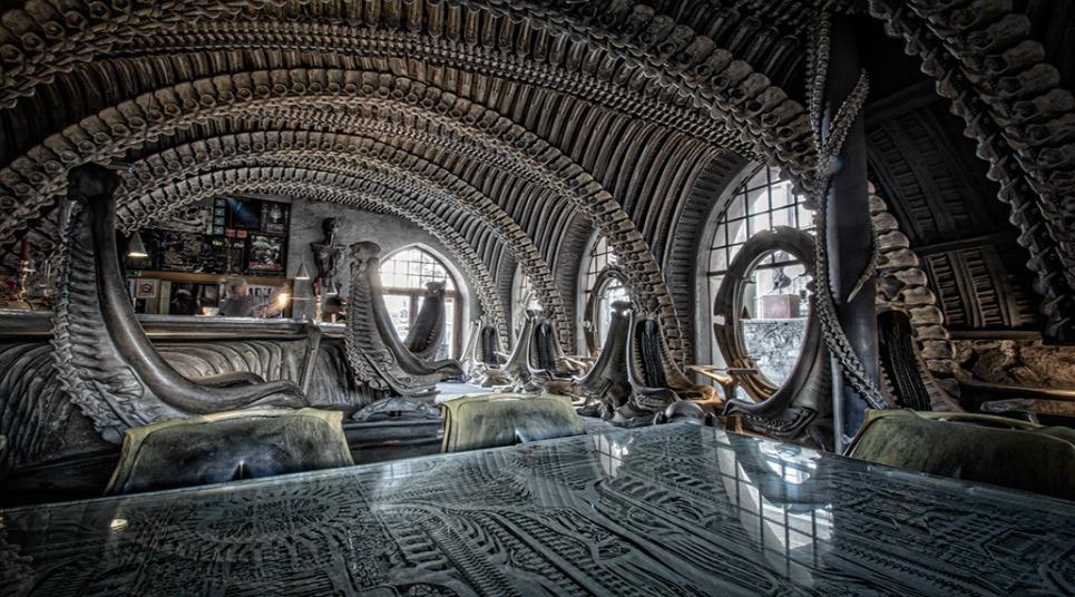 O ambiente é super macabro, afinal, é inspirado no filme de ficção (foto: divulgação)