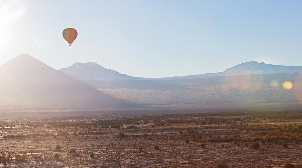 O deserto do Atacama também é uma opção para quem deseja voar de balão (foto: shutterstock)
