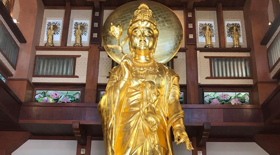 Estátua banhada a ouro