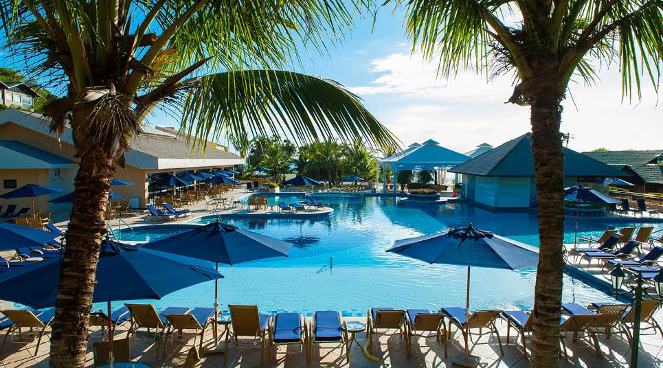 nos dias de Sol, a piscina principal é o lugar mais cobiçado do resortnos dias de Sol, a piscina principal é o lugar mais cobiçado do resort