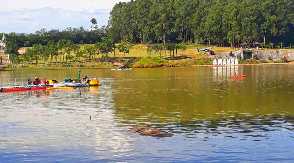 No lago do resort os hóspedes podem praticar diversas atividades, além de render fotos lindas (foto: Tarcila Ferro)