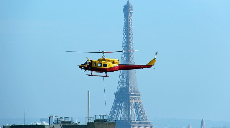 Sobrevoo de helicóptero em Paris