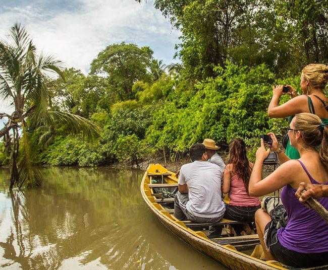 Passeio de barco pela Ilha de Marajó