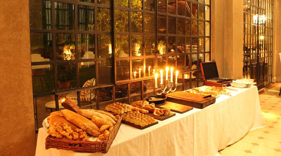 Variedade de pães no restaurante 1884