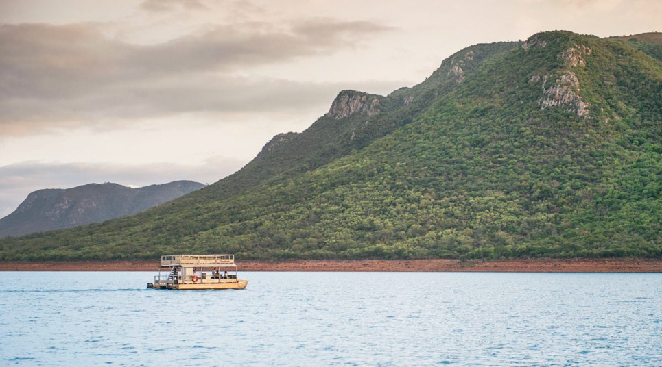 Passeio de barco no lago Jozini