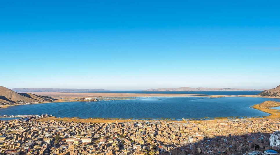 Lago Titicaca e cidade de Puno