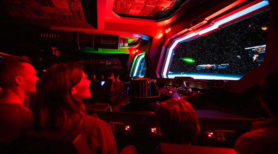 Por dentro da nave atração da Rise of The Resistance