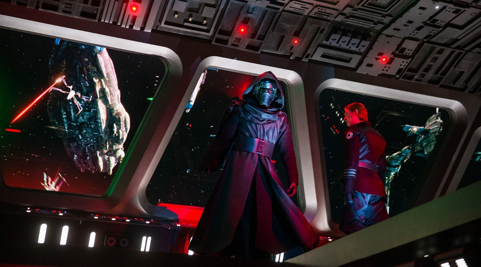 Durante a atração, somos capturados pelo vilão Kylo Ren