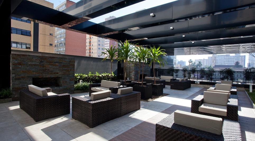 O NH Curitiba conta com um aconchegante terraço