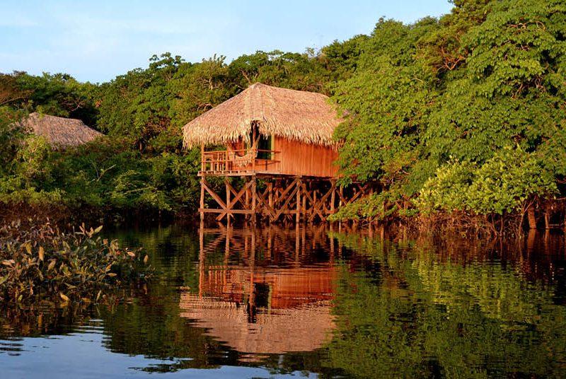 Bangalô com vista para o rio