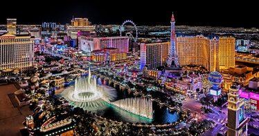 Vista panorâmica da Vegas Strip à noite