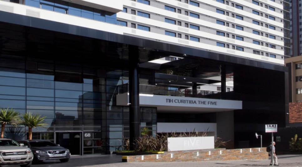 Fachada do NH Curitiba The Five