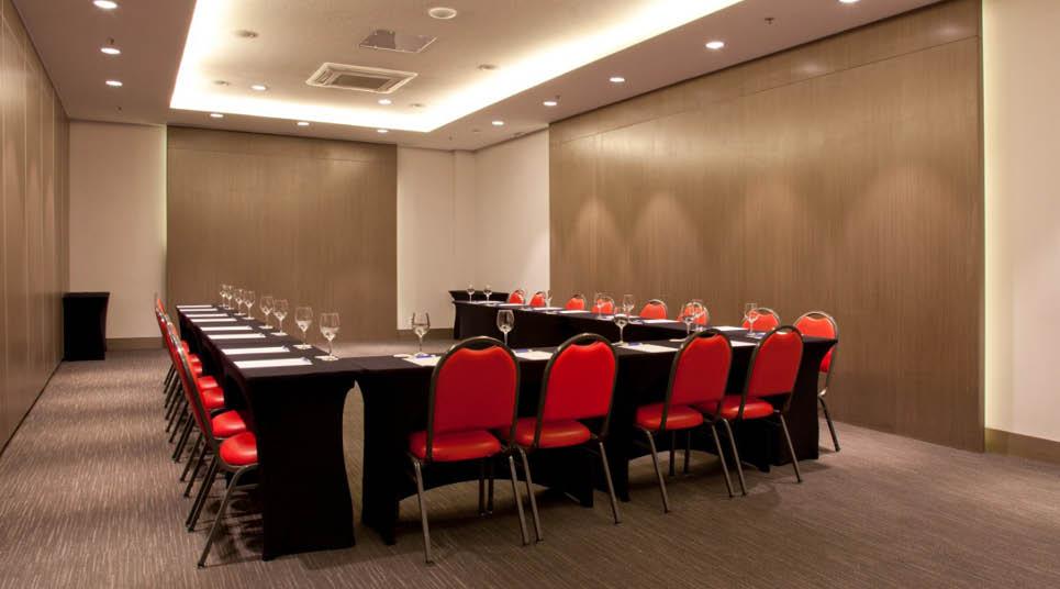 Sala de reunião do NH Curitiba