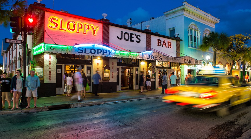 Noite animada na Duval Street