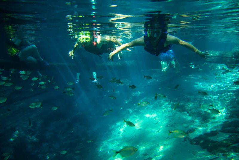 Flutuação em águas cristalinas