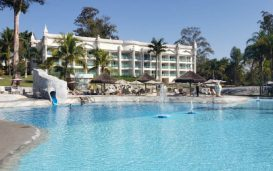 Piscina do Mavsa Resort