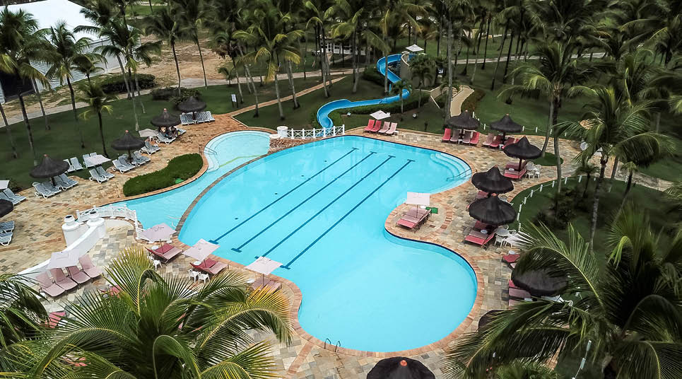Uma das piscinas do resort