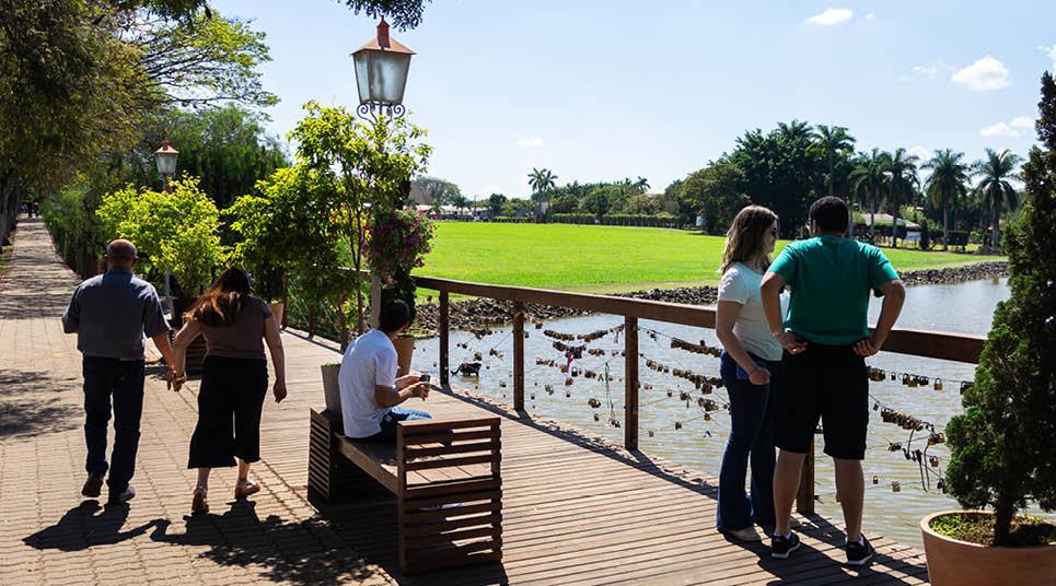 Deck do Amor e Lago Vitória Régia