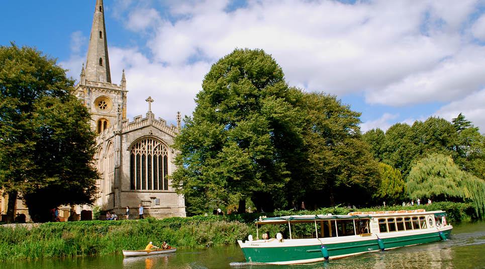 Rio Avon e a Holy Trinity Church ao fundo