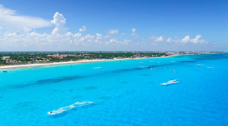Mar azul-turquesa em Cancún