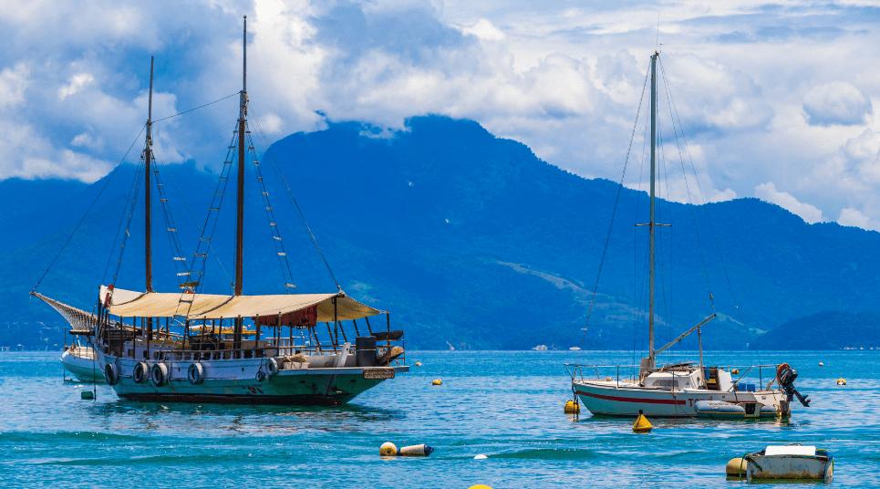 Os barcos-restaurantes são ótimas pedidas na hora da fome (foto: Shutterstock)