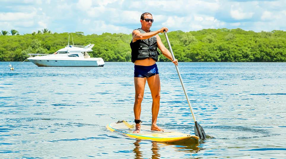 O stand up paddle é outro esporte que pode ser praticado no Transamerica Comandatuba