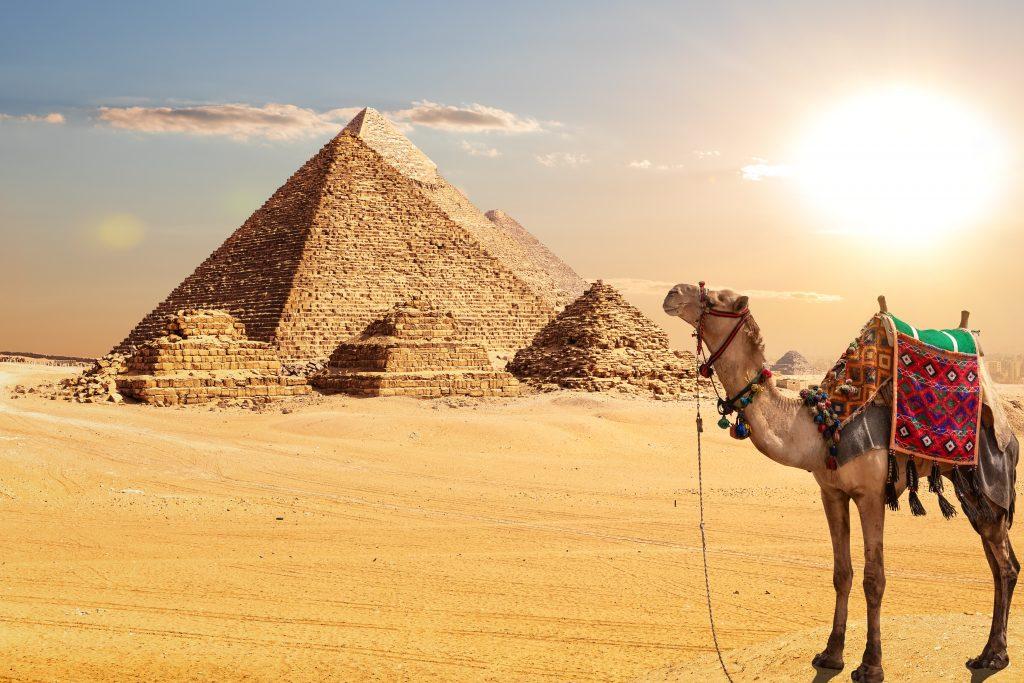 Vista deslumbrante das pirâmides de Gizé
