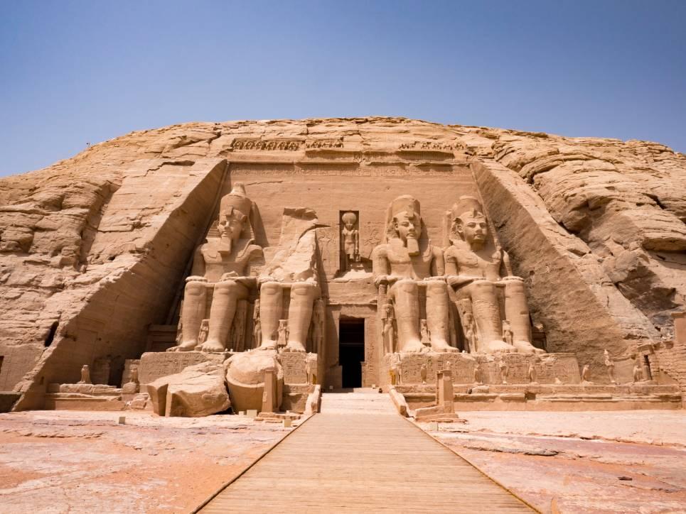 Estátuas em frente ao templo de Abu Simbel